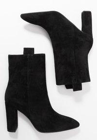 Bibi Lou - Højhælede støvletter - black - 3