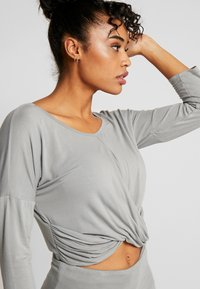 Deha - SCOLLO BARCH - Long sleeved top - grigio