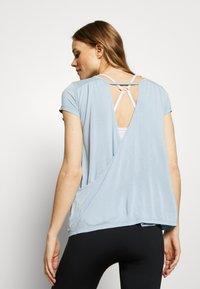 Deha - T-shirts med print - celeste - 2