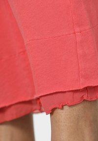 Deha - CROP PANTS - Tracksuit bottoms - coral - 3