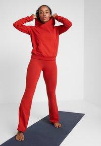 Deha - PANTA JAZZ - Teplákové kalhoty - red/orange - 1
