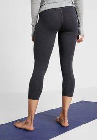 Deha - LEGGINGS  - Träningsshorts 3/4-längd - mottled light grey - 2