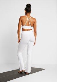 Deha - PANTA JAZZ - Teplákové kalhoty - white - 2