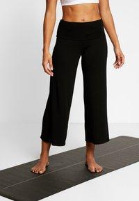 Deha - PANTALONE PALAZZO - Teplákové kalhoty - black - 0