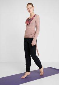 Deha - WRAP  - Stickad tröja - cameo rose - 1