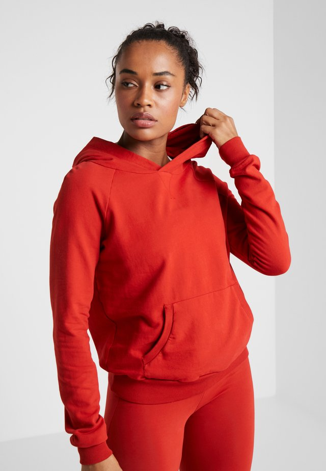 FELPA CON CAPPUCCIO - Kapuzenpullover - red orange