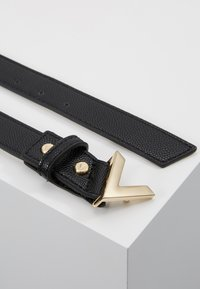 Valentino by Mario Valentino - DIVINA - Cinturón - black/gold-coloured buckle