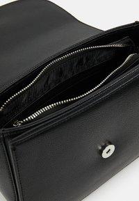 Valentino by Mario Valentino - DIVINA  - Handbag - nero - 4