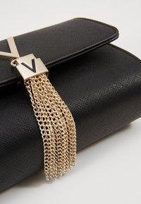 Valentino by Mario Valentino - DIVINA - Across body bag - nero - 2