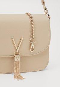 Valentino by Mario Valentino - DIVINA - Handbag - ecru - 3