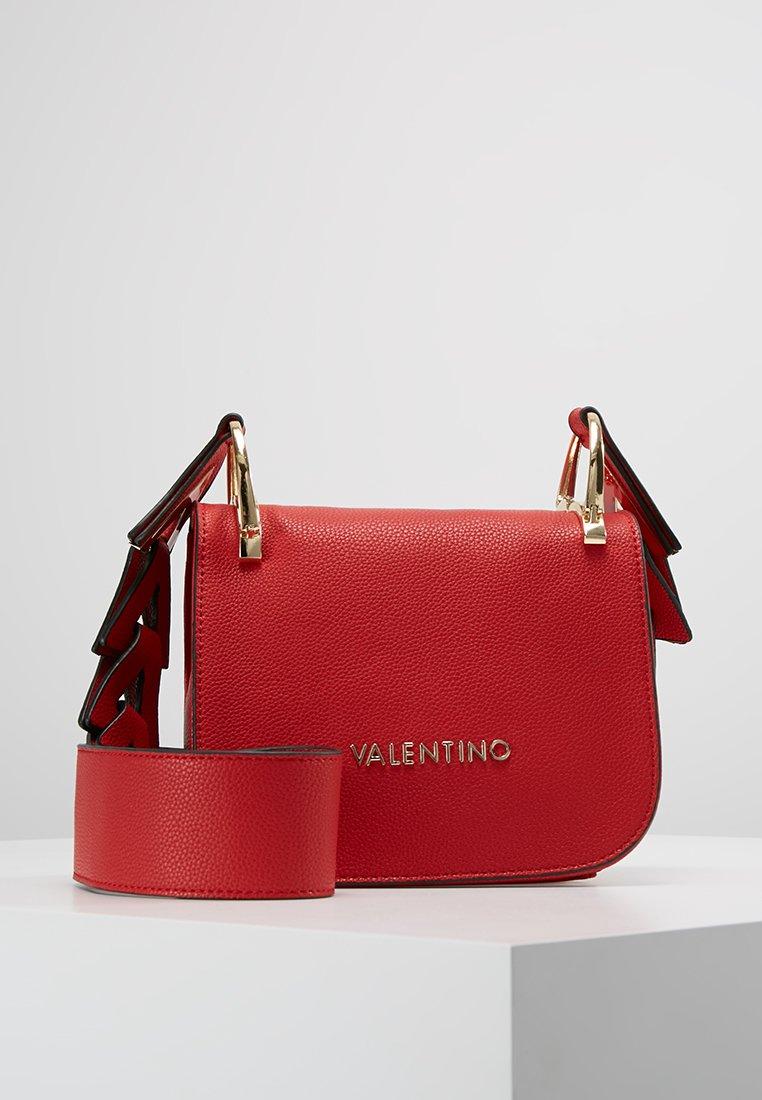 Valentino by Mario Valentino - ZOOTROPOLIS - Skuldertasker - rosso