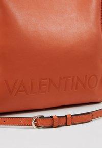 Valentino by Mario Valentino - TENNIS - Tote bag - zucca - 6
