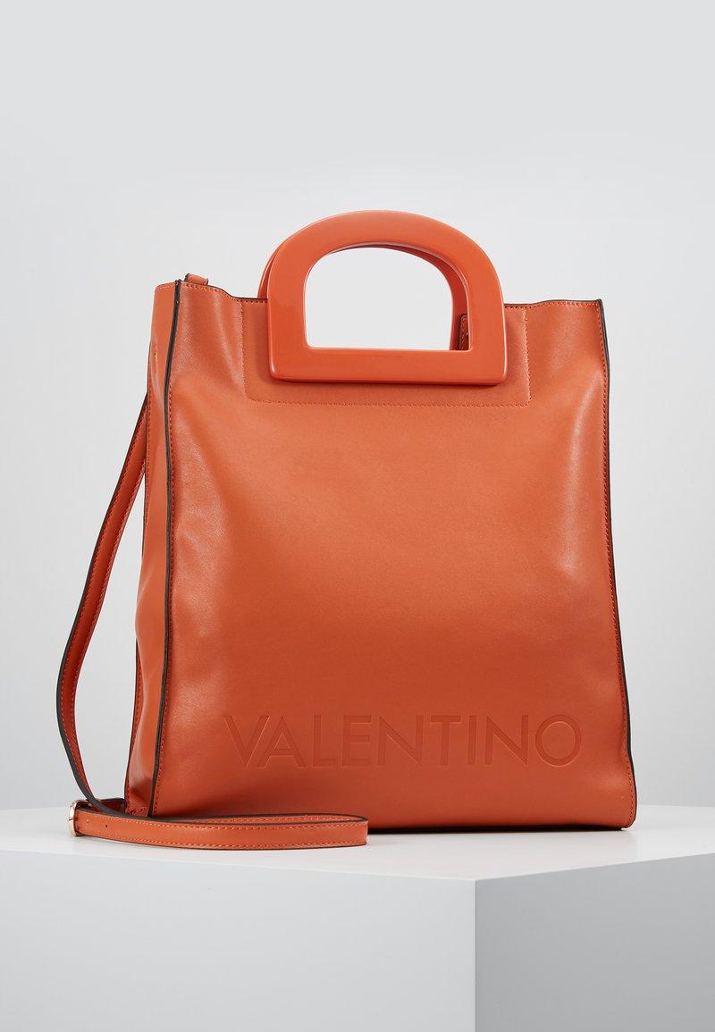 Valentino by Mario Valentino - TENNIS - Tote bag - zucca