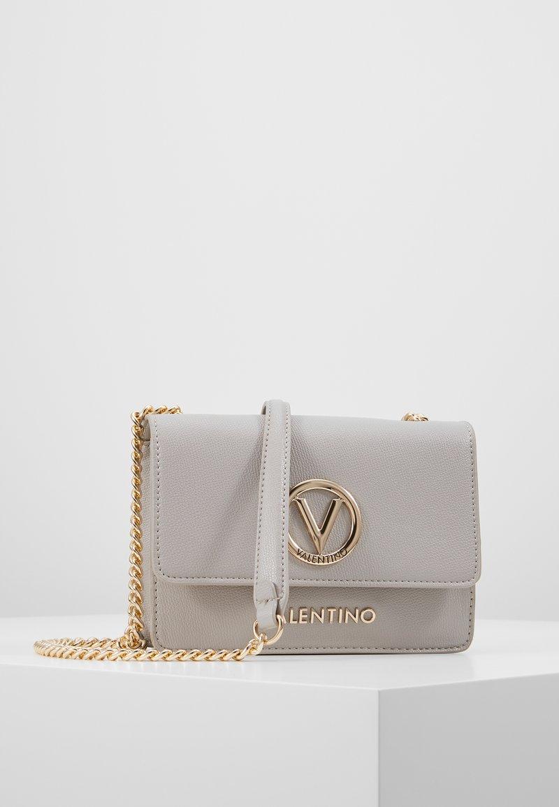 Valentino by Mario Valentino - SAX - Skuldertasker - grigio