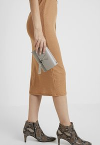 Valentino by Mario Valentino - OBOE - Across body bag - grigio - 1