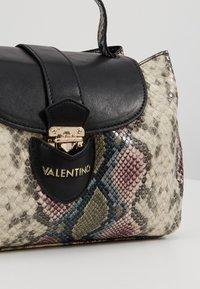 Valentino by Mario Valentino - DRUM SPECIAL - Handbag - nero/multicolor - 6