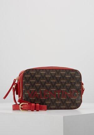 LIUTO - Across body bag - rosso/multicolor