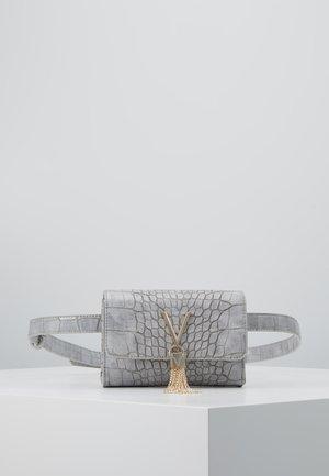 AUDREY - Rumpetaske - grey