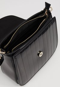 Valentino by Mario Valentino - BONGO - Handbag - black - 4