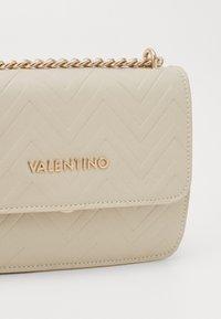 Valentino by Mario Valentino - FAUNO - Across body bag - ecru - 3