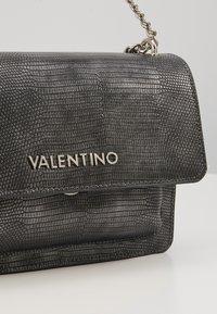 Valentino by Mario Valentino - DRIADE - Schoudertas - gun metal metallic - 6