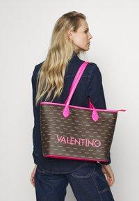 Valentino by Mario Valentino - LIUTO FLUO - Handtas - pink brown - 1