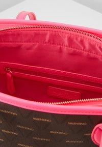 Valentino by Mario Valentino - LIUTO FLUO - Handtas - pink brown - 3