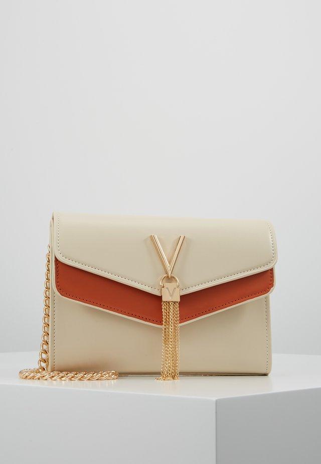 ERKLING - Taška spříčným popruhem - off white/orange