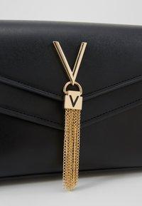 Valentino by Mario Valentino - ERKLING - Across body bag - black - 6