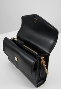 Valentino by Mario Valentino - ERKLING - Across body bag - black - 4