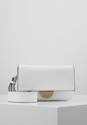 FALCOR - Across body bag - white