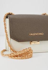 Valentino by Mario Valentino - SFINGE - Across body bag - white/multi - 6