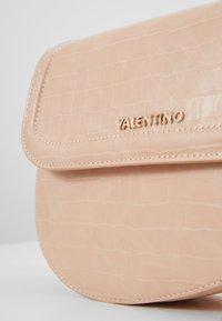 Valentino by Mario Valentino - BICORNO - Kabelka - pink - 4