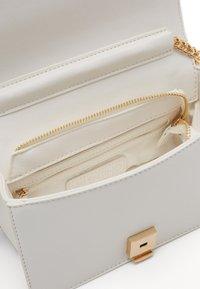 Valentino by Mario Valentino - JARVEY - Across body bag - white - 4