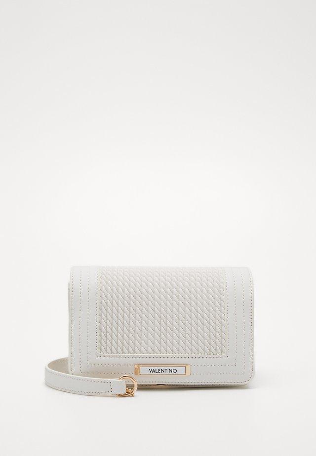 JARVEY - Taška spříčným popruhem - white