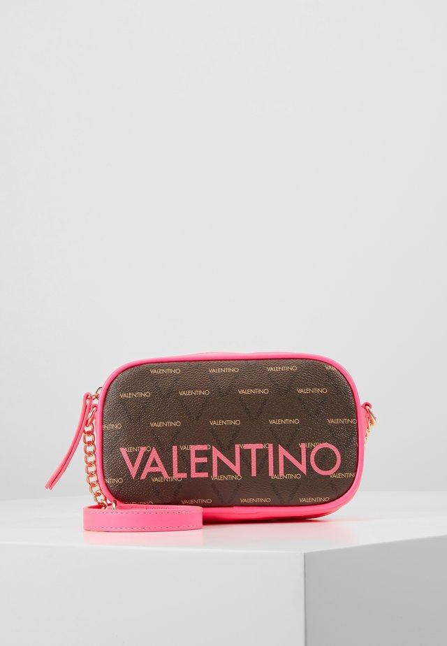 Taška spříčným popruhem - pink / brown