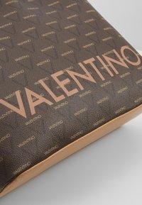 Valentino by Mario Valentino - LIUTO - Handbag - brown - 6