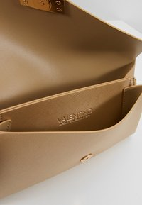 Valentino by Mario Valentino - ARPIE - Across body bag - gold - 4