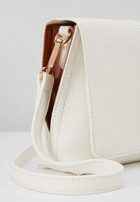 Valentino by Mario Valentino - ELFO - Across body bag - white/tan - 6