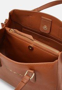 Valentino by Mario Valentino - SUPERMAN - Handbag - cuoio - 2