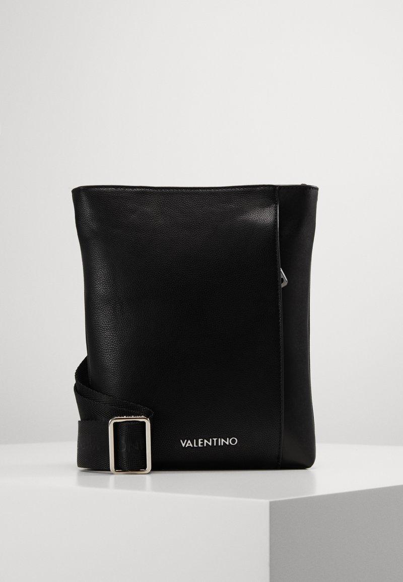 Valentino by Mario Valentino - BRONN - Skulderveske - black