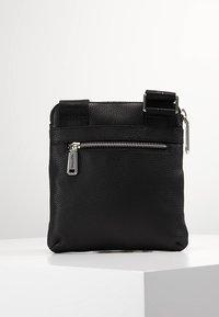Valentino by Mario Valentino - DAVOS - Taška spříčným popruhem - black - 2