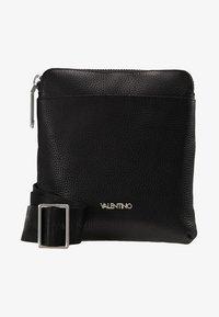 Valentino by Mario Valentino - DAVOS - Taška spříčným popruhem - black - 6