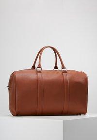 Valentino by Mario Valentino - FILIPPO - Weekend bag - dark cognac - 2