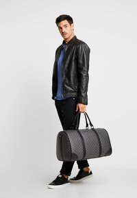 Valentino by Mario Valentino - SURRENDER WEEKENDER - Weekend bag - nero - 1