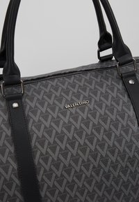 Valentino by Mario Valentino - SURRENDER WEEKENDER - Weekend bag - nero - 7