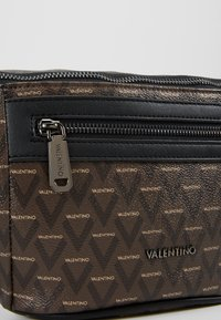 Valentino by Mario Valentino - SURRENDER WAIST PACK - Bum bag - marr/nero - 7