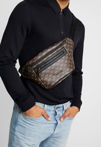 Valentino by Mario Valentino - SURRENDER WAIST PACK - Bum bag - marr/nero - 1
