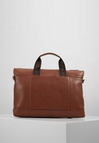 Valentino by Mario Valentino - WOLF SATCHEL - Briefcase - cognac - 2