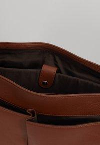Valentino by Mario Valentino - WOLF SATCHEL - Briefcase - cognac - 4